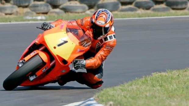 Karel Pavich demonstrates the style that won her the 2006 New Zealand 250cc road-racing championship.