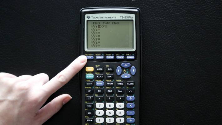 Free online math tool plots new course for old graphing calculators