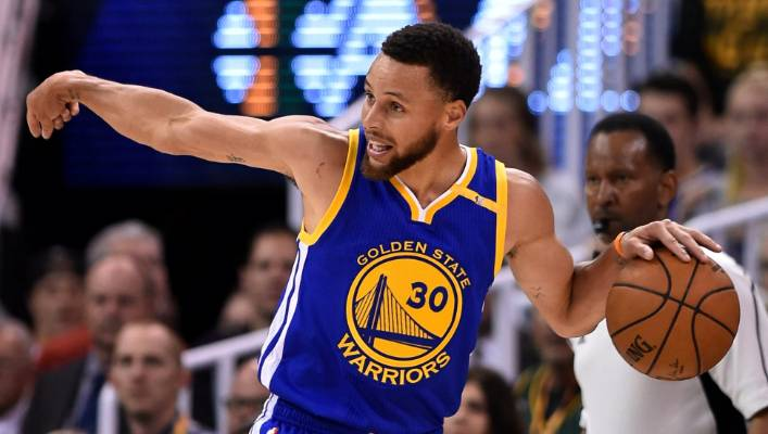 21e5f04d903 Golden State Warriors star Stephen Curry scored 30 points in his team s  latest match against the