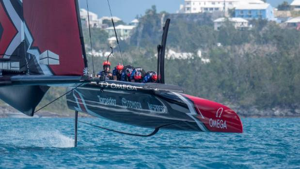 America's Cup: collision between Emirates Team NZ and Land Rover BAR