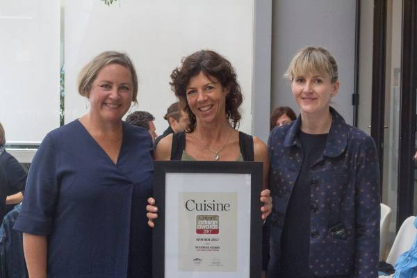 Waiheke Herbs' Wendy Kendall with deputy editor Alice Neville and awards head judge Fiona Smith (left).