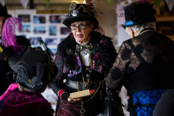 Lorraine Olsen catches up with fellow steampunk fans.