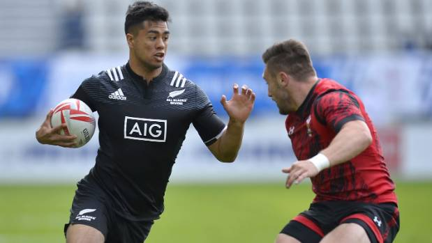 Regan Ware scored four tries for New Zealand on the first day of the Paris Sevens tournament.