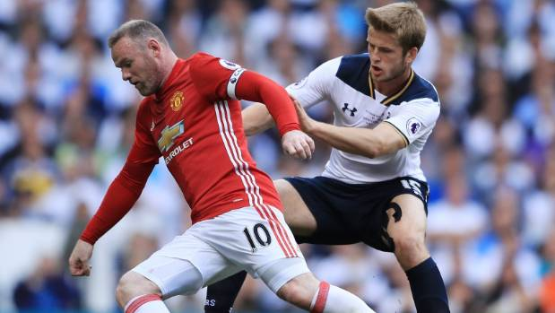 Wayne Rooney lost almost $1m at an English casino, according to English media reports.