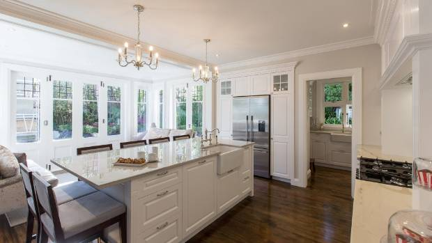Traditional english kitchen looks right at home in a for Traditional english kitchen design