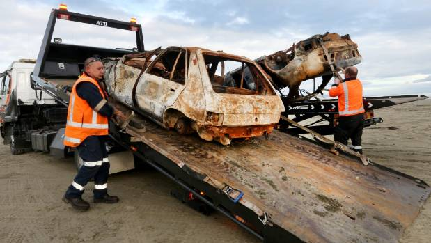Auto Salvage removal specialist Noel Daken and removal specialist Chris Briggs  remove two burnt our cars from Oreti Beach.