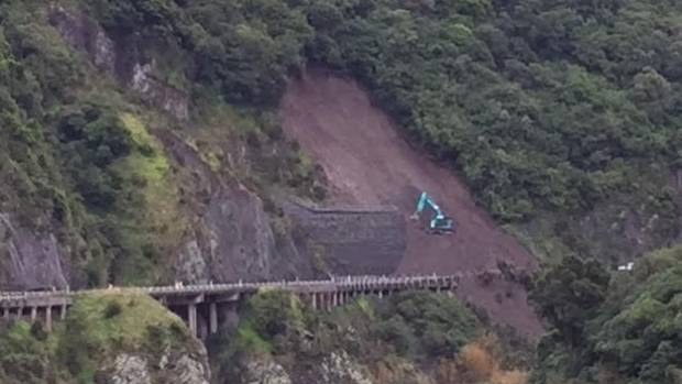The latest slip in the Manawatu Gorge has extended the road closure.
