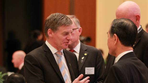 New Zealand Prime Minister Bill English speaks with officials during his two-day visit to Japan.