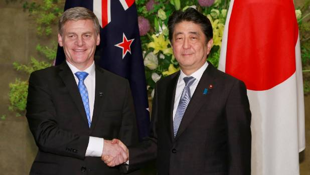 New Zealand Prime Minister Bill English (L) with Japanese Prime Minister Shinzo Abe.
