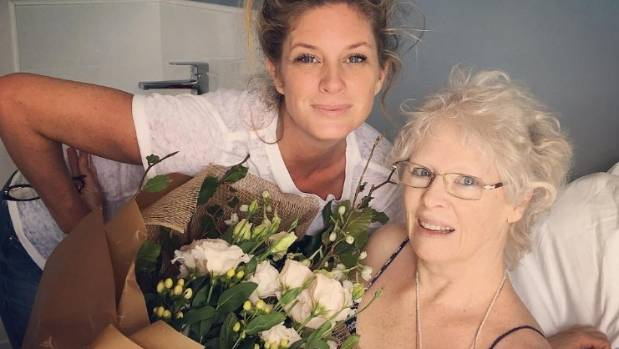 Rachel Hunter is sticking close by to mum, Janeen, during her battle with cancer.