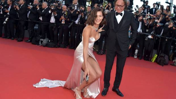Bella Hadid picked up a camera battery a photographer dropped on the red carpet, a tricky act in that gown.