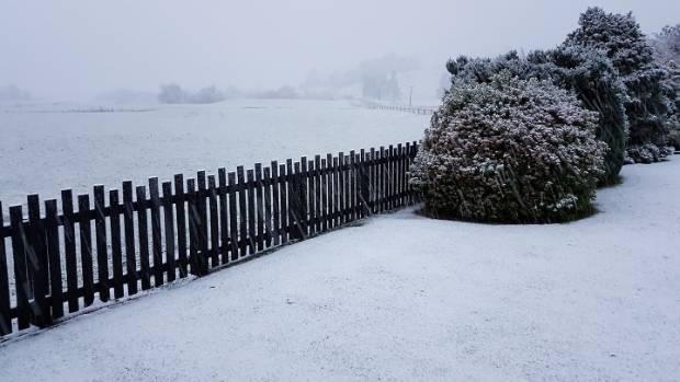 Snow falls at Piano Flat, Southland.