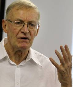 28/05/2012 -- news - pic Jonathan Cameron -Taranaki Daily News--  New Plymouth , Like Minds , Gordon Hudson talks about ...