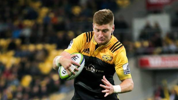 Hurricanes fullback Jordie Barrett leapt at the chance to get up close and personal with two cheetahs at Wellington Zoo ...