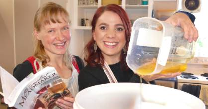 Eye reporter Joanna Griffiths learns how to make cyser mead with Southland Bee Society member Pat Hoffmann