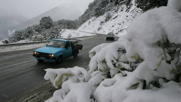 The New Zealand Transport Authority is preparing to battle snow and ice at points along the alternative highway route ...