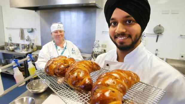 Ara tutor Jill Milburn with bakery student Amandeep Sidhu.