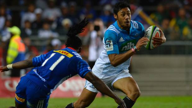 Melani Nanai spots a gap in the Stormers' defence.
