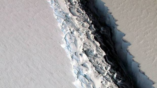 Iceberg weighing A TRILLION TONS snaps off Antarctica