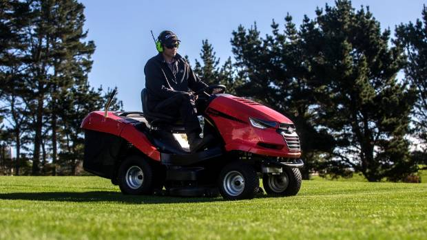 From the world 39 s best golf courses to taranaki backyards for Landscaping courses nz