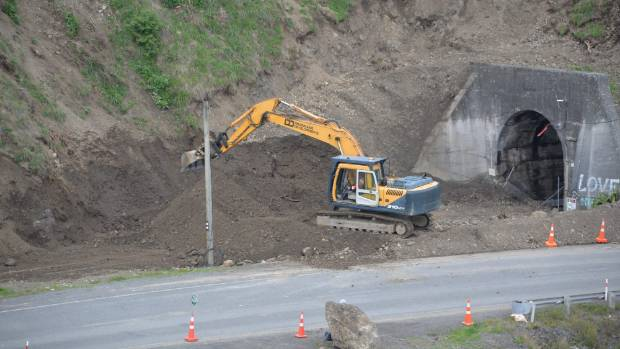 Repairs to Kaikoura's road and rail links are well under way with a deadline for completion at the end of 2017.