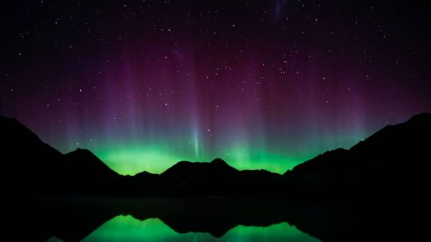 Aurora Australis lights up southern skies