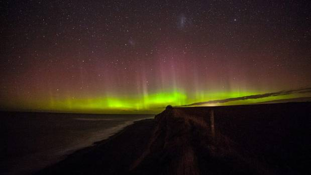 Aurora Australis lights up southern skies