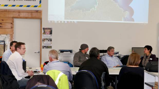 Marine farmers, Ministry for Primary Industries staff and Environment Southland staff working together last week to ...