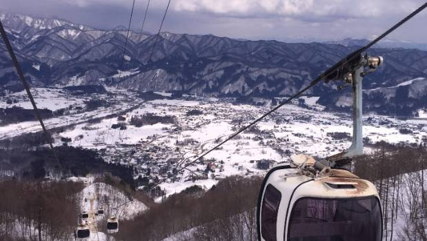 I snapped off this shot, trying to demonstrate how high the gondola travels up the Happo-one ski resort, in Hakuba ...