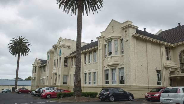 Pressure continues to be put on Mt Albert Grammar to adopt a gender-neutral jewellery policy.
