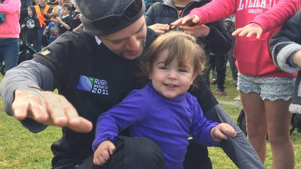Rex O'Connor and daughter Danielle get ready for the haka world record attempt.