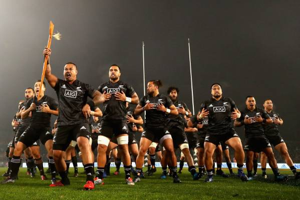Hika Elliot fires up as he leads a cracking NZ Maori haka.