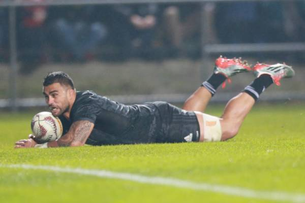 Liam Messam scores for the NZ Maori.