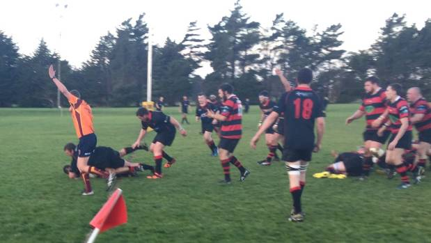 Waikiwi scores a try against Mossburn.