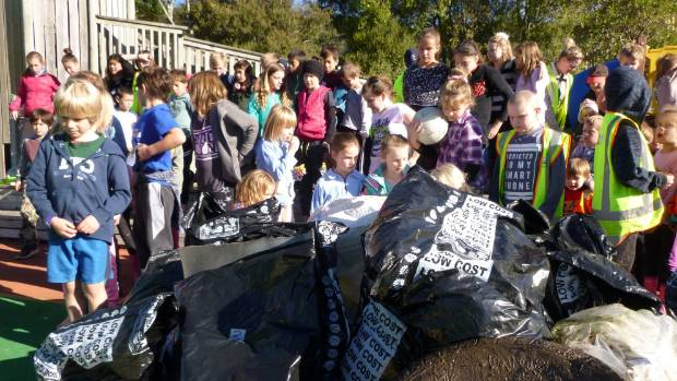 Havelock School pupils collected rubbish from the nearby estuary as part of the Kiwi Can programme about giving back to ...