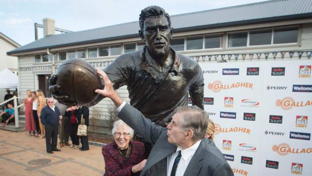 Sir Colin Meads - and his wife Verna, Lady Meads - were pretty chuffed by the detail in the statue.