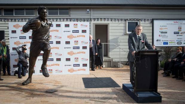 Sir Colin Meads addresses the crowd gathered for the unveiling.