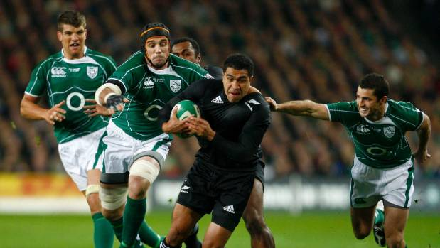 Former Ireland flanker Alan Quinlan in action against the All Blacks.