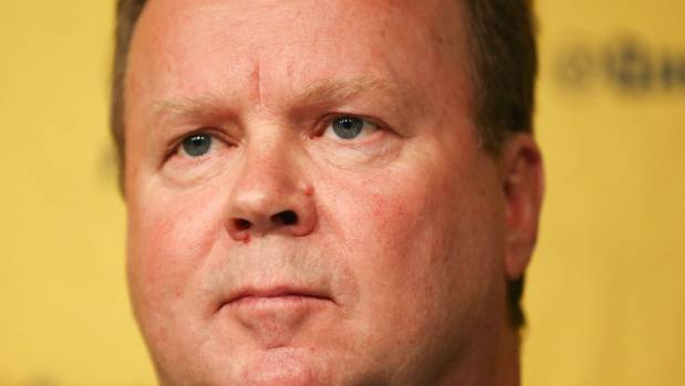 Underfire Australian Rugby CEO Bill Pulver will stay on in the role following Tuesday's emergency general meeting.