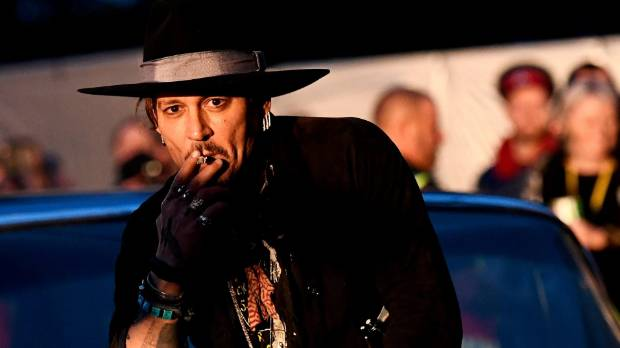 Johnny Depp says sorry to trump for comment