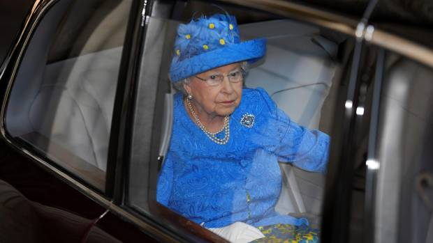 The Queen reported to police for not wearing seat belt
