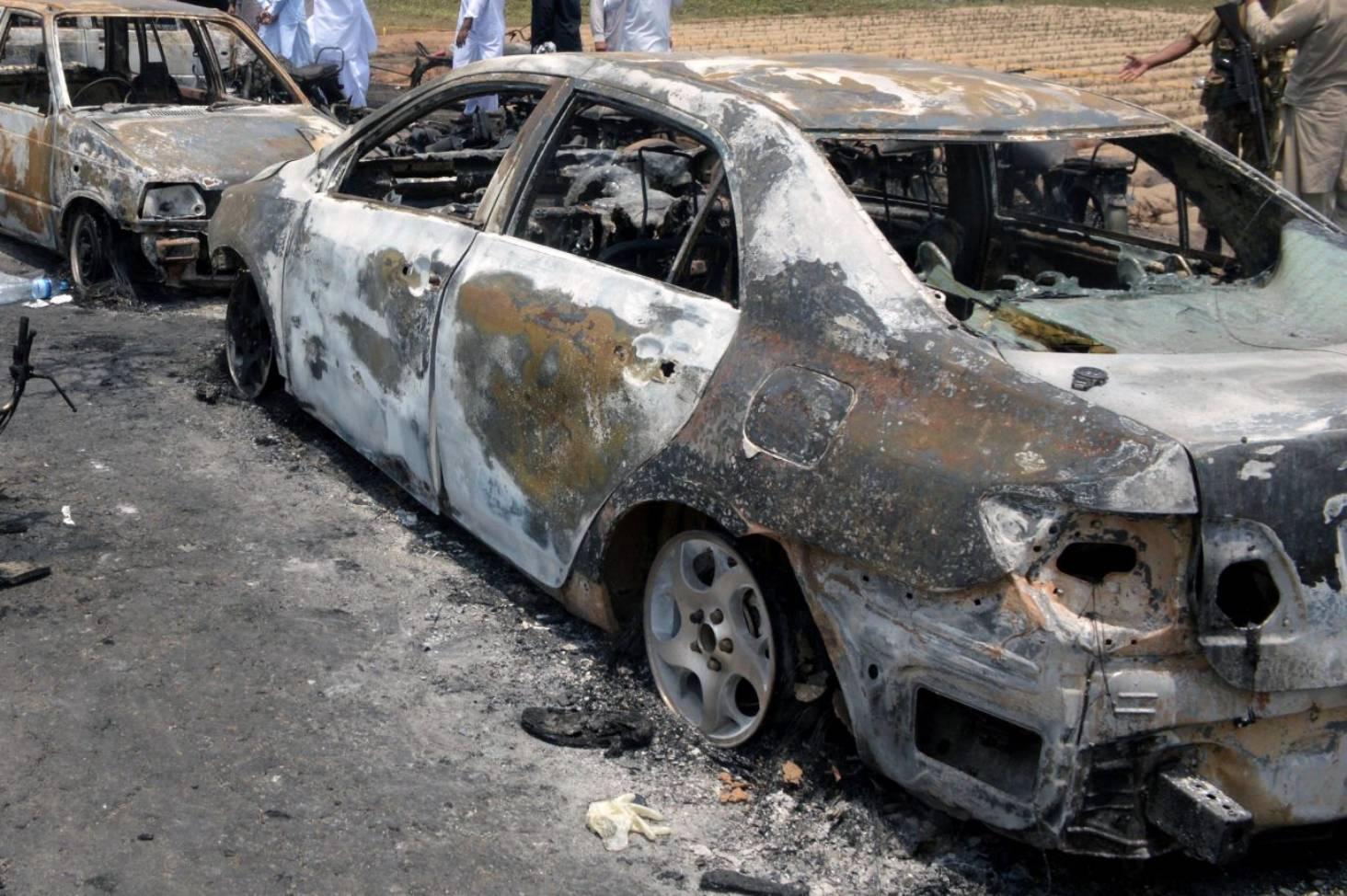 Overturned oil tanker explodes, killing 153 in Pakistan | Stuff co nz