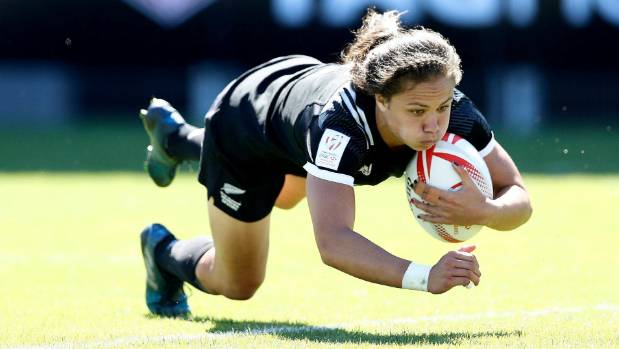 New Zealand's Ruby Tui scores a try on day two of the Clermont-Ferrand Sevens.