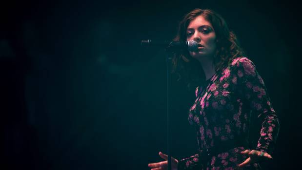 Lorde soars to the top of the US Billboard charts