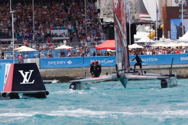 Team NZ cross the finish line to win the America's Cup.