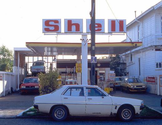 Shell station in Kelburn, 1991.