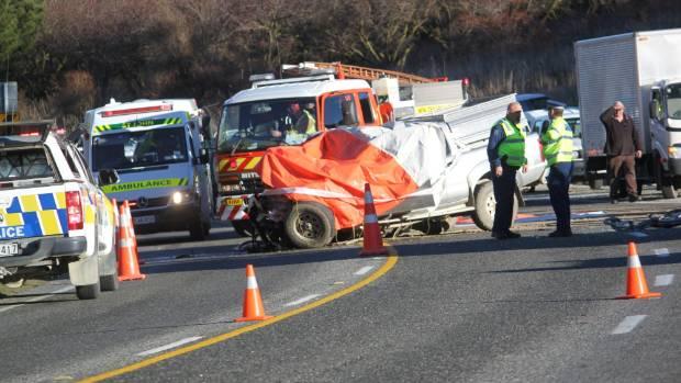 One dead, 10 hurt after crash near Roxburgh