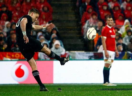 Beauden Barrett's penalties got New Zealand on the board.