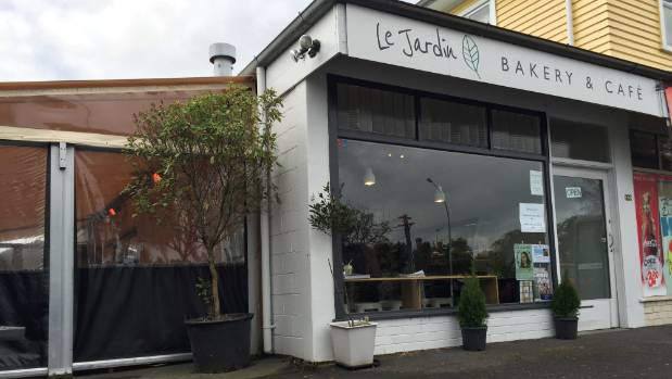 Le jardin cafe in hamilton offers solid food sweet for Jardin wilson nice