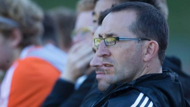 Andy Hedge coaching the Wellington Phoenix academy team against Team Taranaki this season.